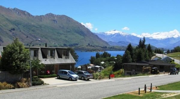 Lakeview Motel - Overlooking from Pembroke Park Wanaka
